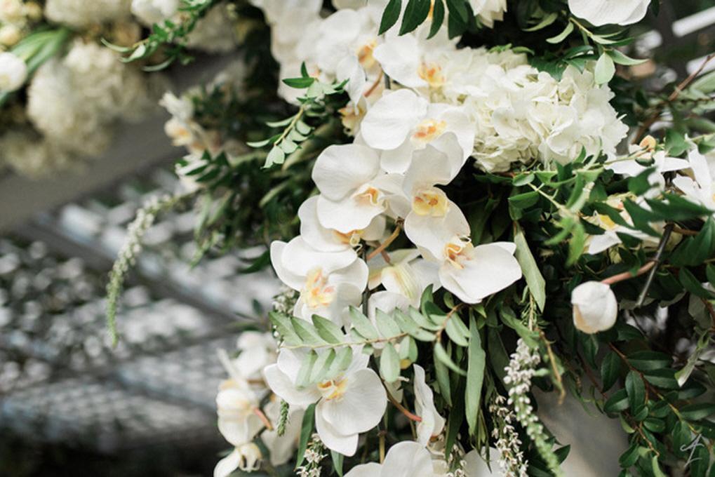adamleffelproductions-weddings-garden-romance-02
